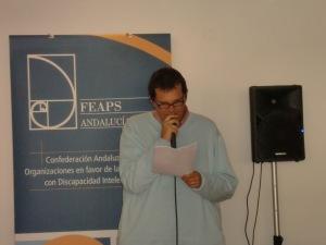 Javi Perez, persona con discapacidad intelectual, uno de los componentes del grupo de trabajo para la elavoración de textos en lectura fácil de ASPAPROS. También pertenece al grupo de autogestores de la residencia de Huercal de Almería.