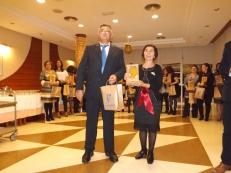 Carmen López, miembro de la Junta Directiva, recibiendo su Reconocimiento ASPAPROS