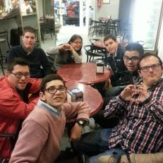 Grupo del PTVAL en una cafetería