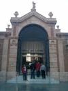En la puerta del mercado central
