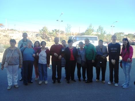 Todo el grupo preparado para subir al autobus