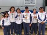 Posando con medalla de campeones