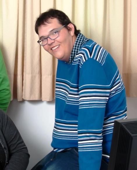 Javi Perez, persona con discapacidad intelectual, miembro del grupo de trabajo de lectura fácil de ASPAPROS