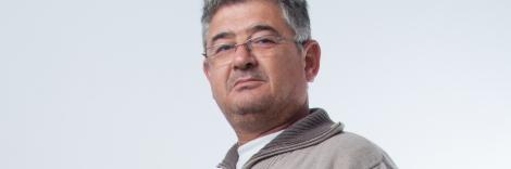 """Presidente, Cristóbal García Marín: Empresario agrícola, pertenece a la organización desde 1991. En el cargo desde septiembre de 1998 y forma parte de la junta directiva desde 1985, ocupando cargos de vocal y vicepresidente. Ha formado parte de la junta directiva de FEAPS Andalucía en dos etapas distintas. Tiene un hijo con discapacidad intelectual y/o del desarrollo, adscrito al programa de transición a la vida adulta que ofrece la asociación. Posee la formación para dirigentes """"FEAPS en forma""""."""