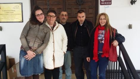 Toñi, Rosa, Antonio, José Luis y Clara en la puerta de Candil Radio